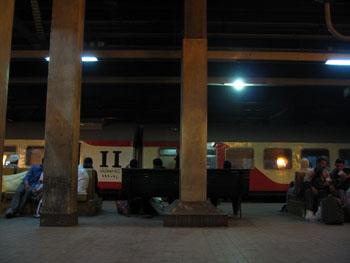 E Cairo Train1.jpg