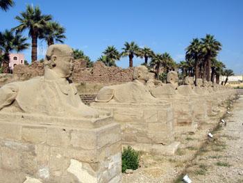 E L Luxo temple.jpg